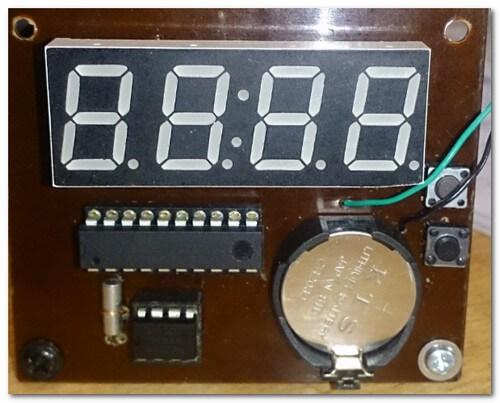 Собранное устройство - часы