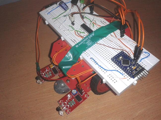 Следующий вдоль линии робот на Arduino: внешний вид