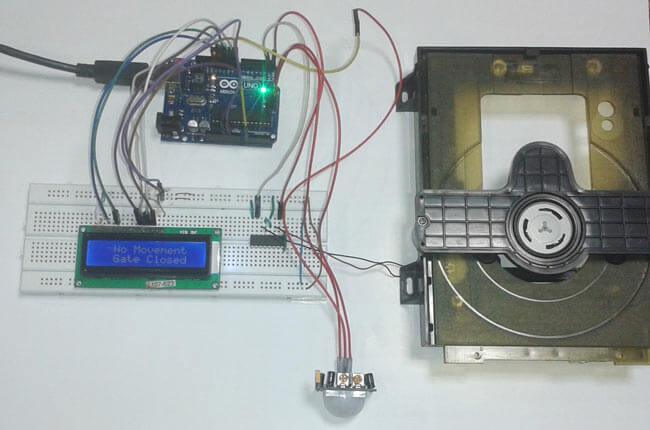 Автоматическое открывание двери с помощью Arduino: внешний вид конструкции