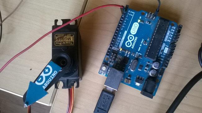 Схема подключения сервомотора к плате Arduino Uno