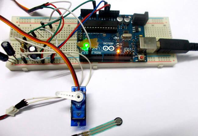 Управление сервомотором с помощью датчика силы и Arduino: внешний вид конструкции