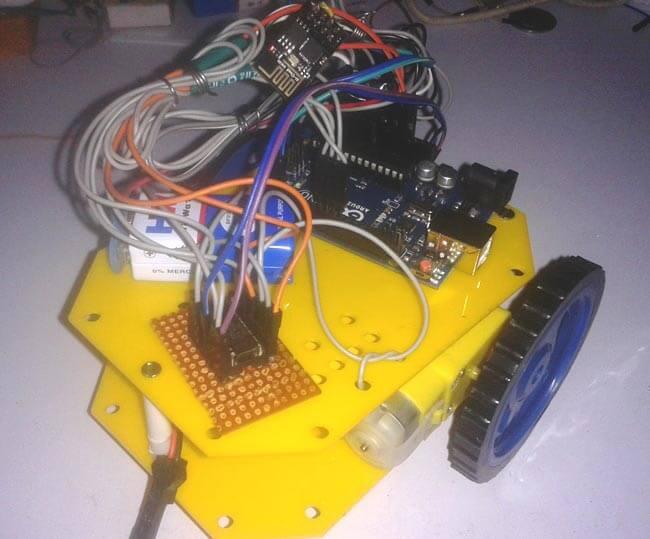 Внешний вид робота на Arduino Uno, управляемого по WiFi