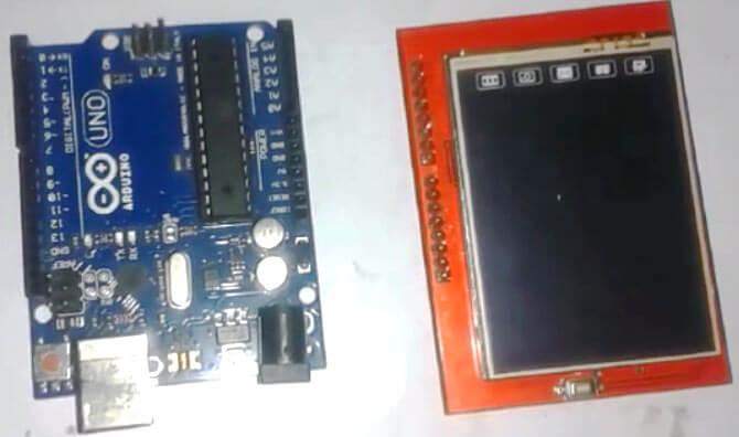 Внешний вид платы Arduino Uno и TFT шилда для него