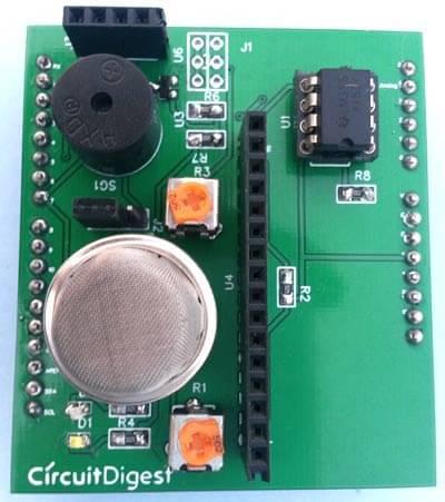 Вид сверху на детектора дыма в виде платы расширения для Arduino