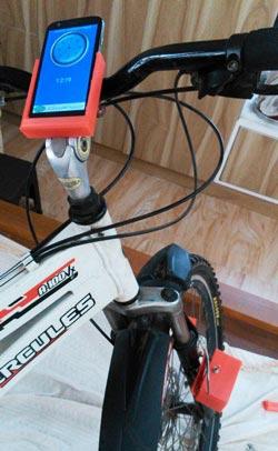 Внешний вид установленного спидометра на велосипеде