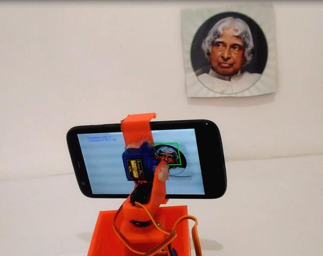 Внешний вид робота на Arduino, распознающего и отслеживающего лица