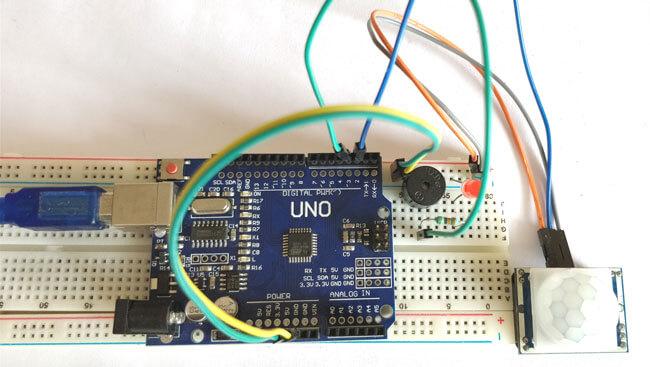 Общий вид собранного детектора движения на Arduino