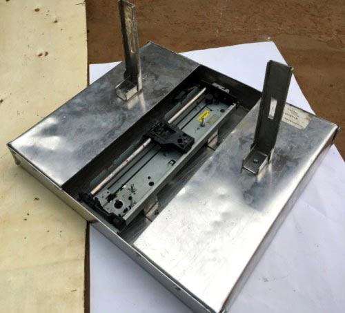 Вид основания с одной установленной опорой от принтера