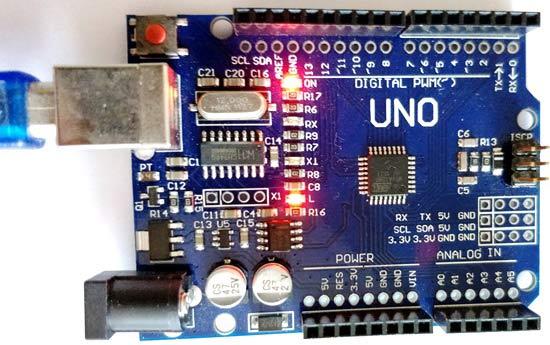 Включенный светодиод на плате Arduino