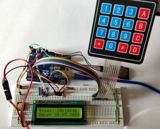 Внешний вид электронных компонентов кормушки на макетной плате