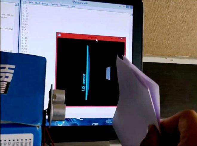 Помещаем лист бумаги перед экраном