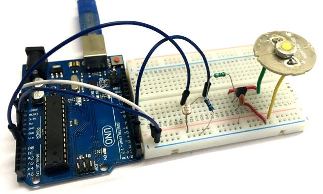Внешний вид проекта для автоматического управления яркостью свечения светодиода с помощью Arduino