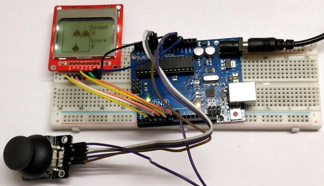 """Внешний вид игры """"космическая гонка"""" с использованием Arduino и дисплея Nokia 5110"""