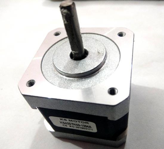 Внешний вид 4-проводного биполярного шагового двигателя