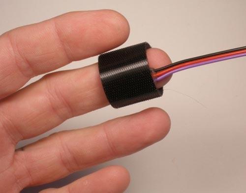 Крепление датчика пульса к пальцу