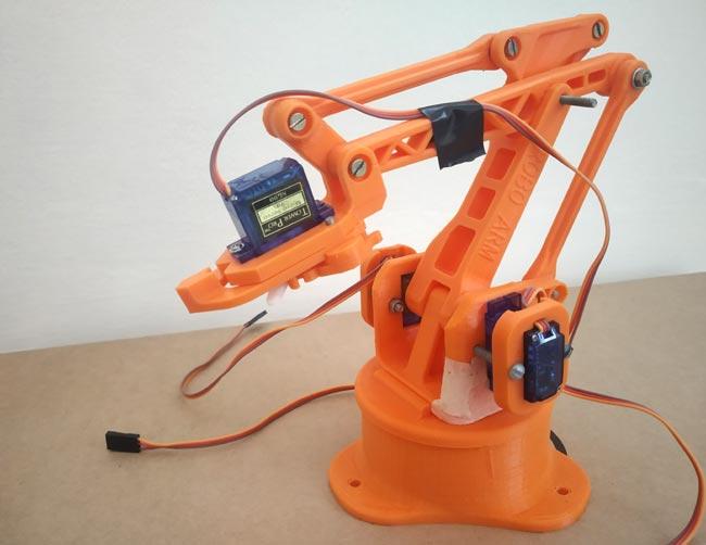 Внешний вид роботизированной руки с установленными 4 сервомоторами
