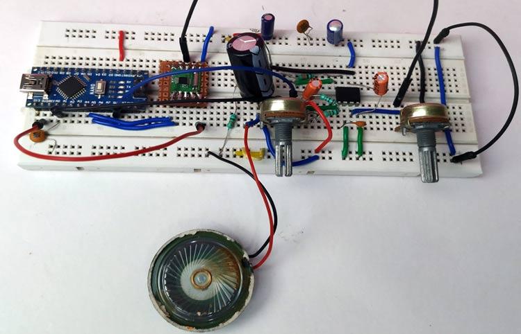 Внешний вид собранной конструкции проекта FM приемника