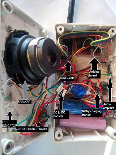 Размещение компонентов радиостанции в пластмассовом корпусе (вид сбоку)