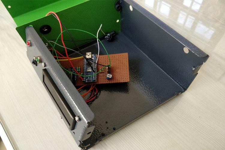 Внешний вид корпуса термометра с установленными в него электронными компонентами
