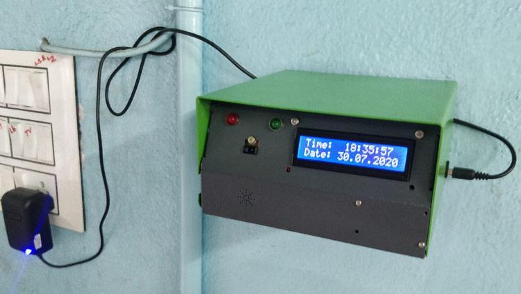 Внешний вид термометра после закрепления его на стене