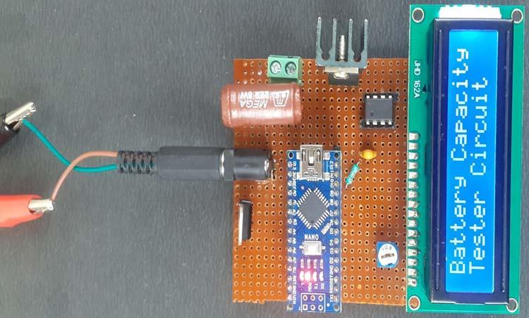 Отображение приветственного сообщения на экране нашего тестера емкости батарей