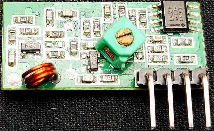 Внешний вид приемного радио модуля на 433 МГц