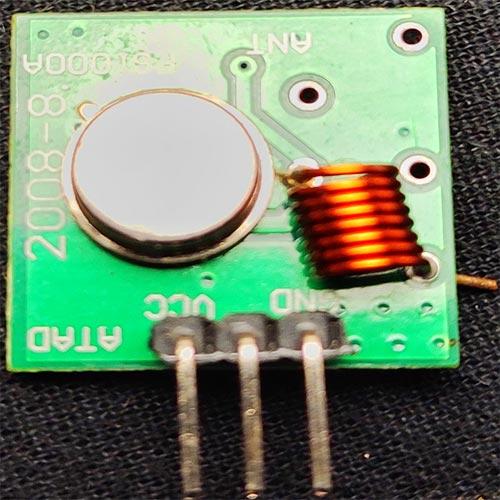 Внешний вид передающего радио модуля на 433 МГц