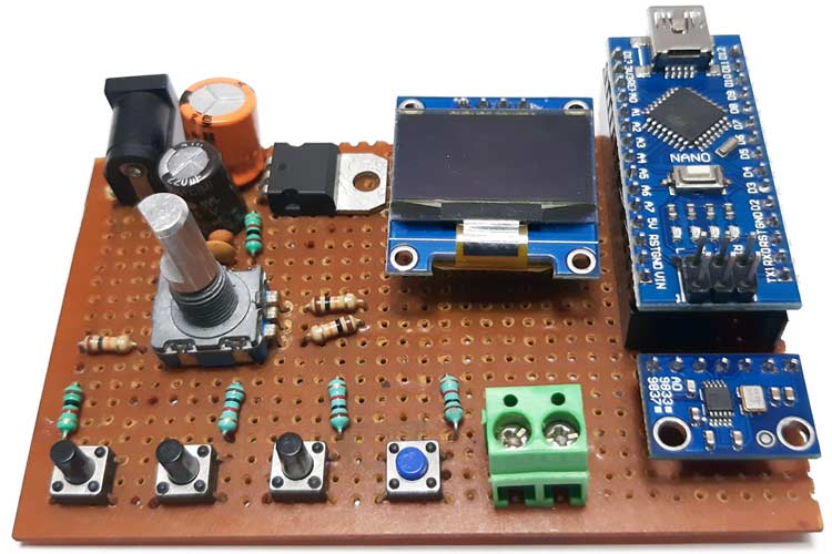 Внешний вид собранной конструкции проекта генератора сигналов на Arduino