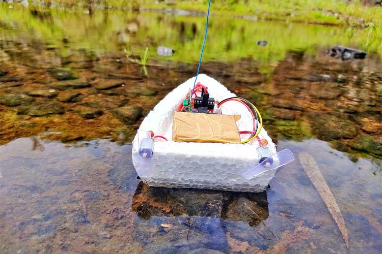 Внешний вид лодки с дистанционным управлением на Arduino и радио модулях 433 МГц