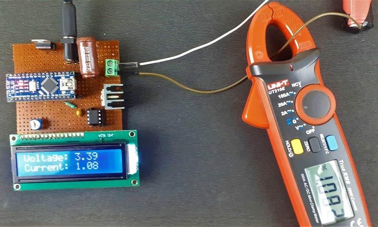 Отображение значения тока и напряжения во время разряда аккумулятора