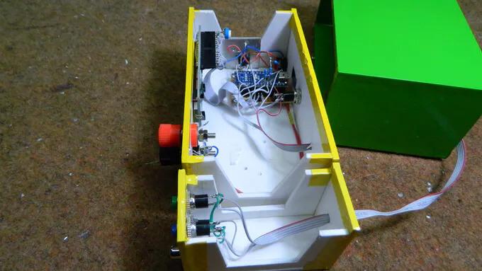 Размещение компонентов генератора в небольшом корпусе
