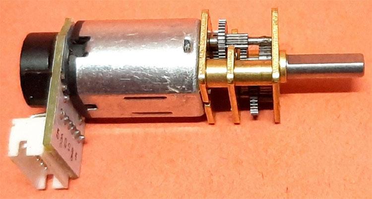 Внешний вид двигателя посмтоянного тока с энкодером