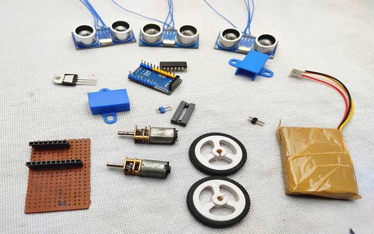 Внешний вид компонентов, необходимых для сборки робота-пылесоса