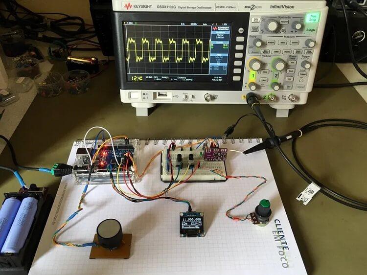 Внешний вид генератора перестраиваемой частоты 10 кГц – 225 МГц на Arduino и модуле Si5351