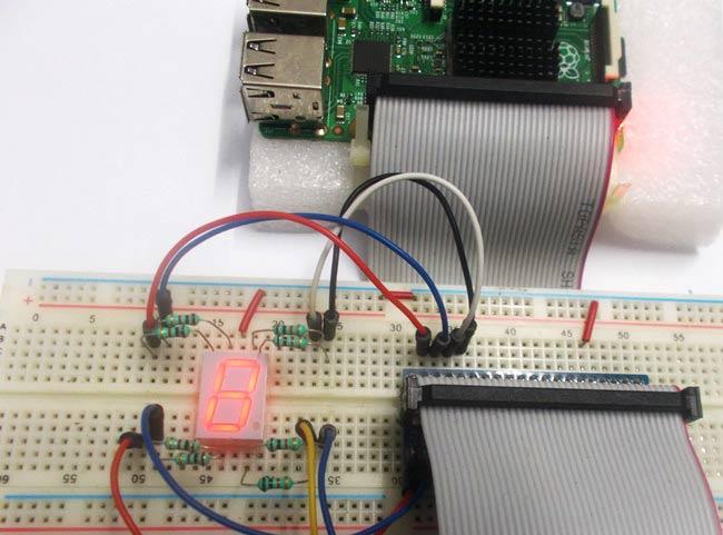 Внешний вид подключения семисегментного индикатора к Raspberry Pi