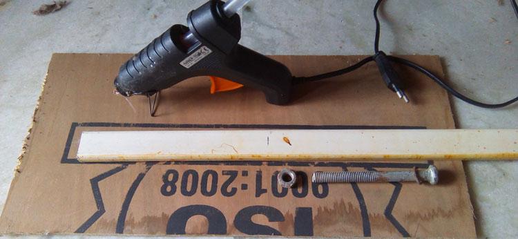 Клеевой пистолет желателен для сборки этого проекта