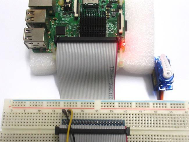 Внешний вид подключения сервомотора к плате Raspberry Pi