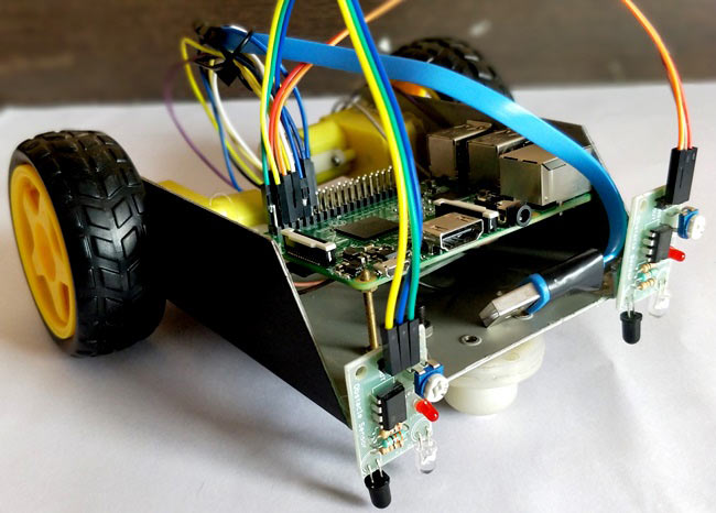 Внешний вид следующего вдоль линии робота на Raspberry Pi