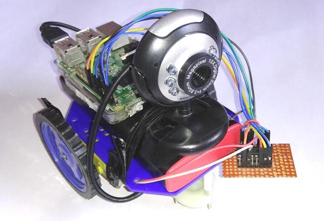 Внешний вид машины на Raspberry Pi с камерой наблюдения