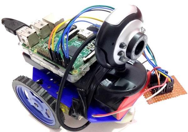 Внешний вид собранной роботизированной машины с камерой наблюдения (вид сверху)