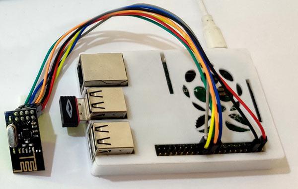 Внешний вид собранной схемы с платой Raspberry Pi