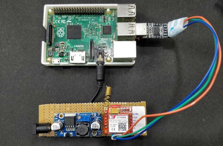 Внешний вид собранной конструкции проекта вместе с платой Raspberry Pi